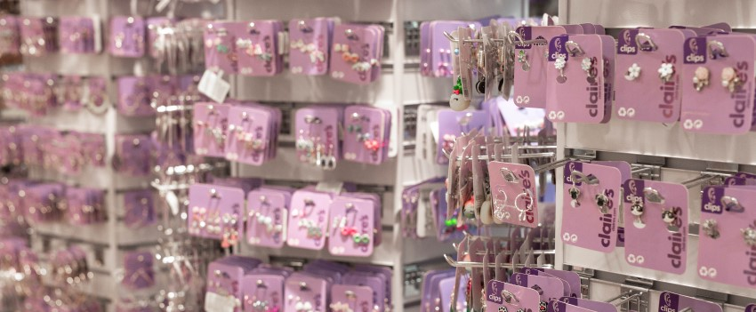 Claire's shop'in Witty